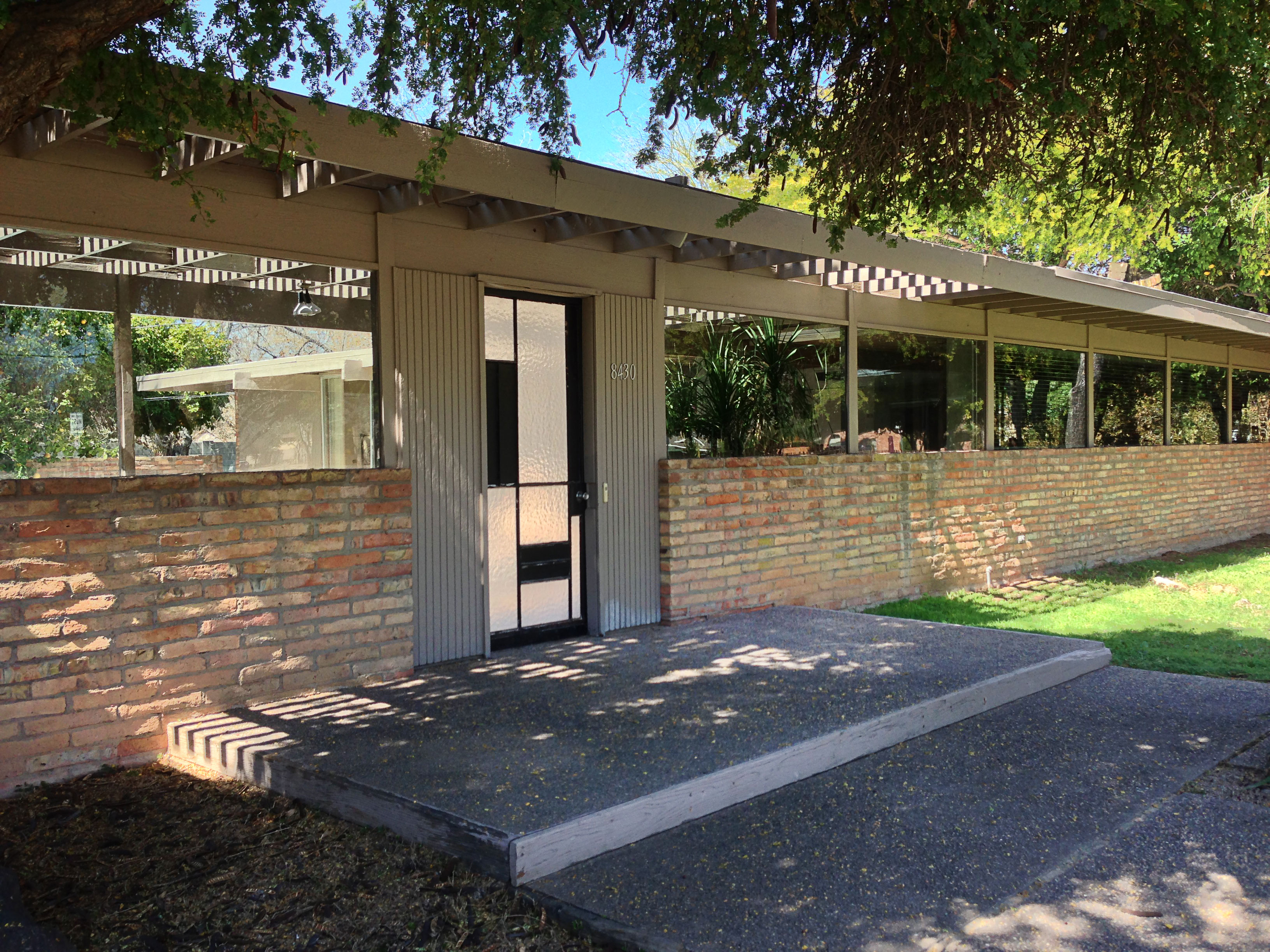 Five strategies to preserve a midcentury modern mecca for Modern adobe houses