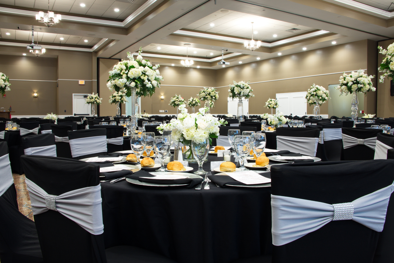 Table settings Oasis at Palm Shores